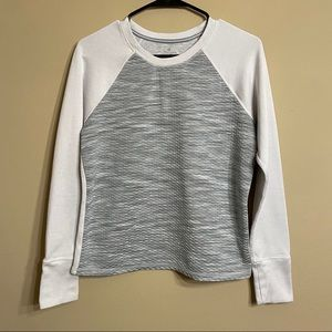 Athleta Gray & White Quilted Pullover Size M